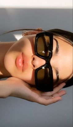 Classy Aesthetic, Aesthetic Photo, Aesthetic Fashion, Aesthetic Girl, Aesthetic Women, Aesthetic Pictures, Sunglasses For Your Face Shape, Lunette Style, Shotting Photo