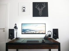 My highly minimalistyc home office with custom reclaimed wood desk PC - 2nd try...