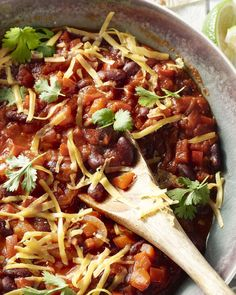 Chili sin carne moet normaal gezien lang stoven, maar wij maakten een snelle en gemakkelijke versie die niet moet inboeten aan smaak, dit moet je proberen! Mexican Food Recipes, Healthy Recipes, Ethnic Recipes, Chili Sin Carne, One Pot Wonders, Vegas, Food Cravings, Tortillas, Quick Meals