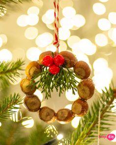 9 pomysłów na naturalne ozdoby choinkowe DIY - zobacz na twojediy.pl Xmas Decorations, Christmas Ornaments, Diy Ornaments, Diy And Crafts, Eco Friendly, Fancy, Holiday Decor, Home Decor, Xmas
