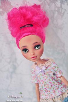 Monster High, Disney Characters, Fictional Characters, Crochet Hats, Dolls, Disney Princess, Beautiful, Knitting Hats, Baby Dolls