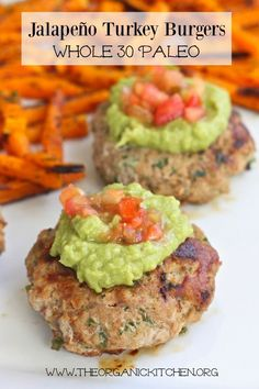 Recipe Jalpeno Turkey Burger The best Whole 30 Jalapeño Turkey Burger ever! Serve with a side of butternut squash fries for a low carb, Paleo and keto friendly dinner. Clean Eating Recipes, Lunch Recipes, Paleo Recipes, Low Carb Recipes, Whole Food Recipes, Healthy Eating, Cooking Recipes, Recipes Dinner, Paleo Food