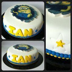 Cake Standard Minions #pritycakes #fondantcakes #cakespanama #cakestagram #edibleprintsoncake #minionss