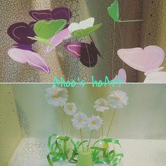 """PROFUMO DI LEGGEREZZA dettagli decorazione vetrina di primavera """"La Bottega di Narciso"""" Milano Leggerr farfalle e profumate margherite creano una delicata primavera.  #farfalle #butterflies #spring #primavera #green #pink #verde #rosa #visual #daisy  #visualmerchandissing"""