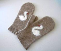 Swan mittens