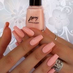 Manicure made in warm pastel tones is perfect for late spring or summer. It will give a touch of elegance and grace to female hands. Such a manicure can be an element of office style, but also it will look good on a beach party.