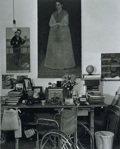 Frida Kahlos Work Table, Mexico City, 1951 (Gisèle Freund)