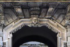 Una passeggiata nel centro storico di Trapani, alza il naso e osserva che meraviglie!  www.hoteltrapaniin.it Hotel Trapani In #trapani #sicilia