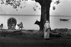 On the banks of the Ganga by Raghu Rai. Raghu Rai is one of India's greatest photographers and an associate of the world-renowned Magnum Group. Best known for his photograph 'Burial of an unknown child', which was captured aftermath Bhopal gas tragedy. Quotes About Photography, White Photography, Street Photography, Inspiring Photography, Photography Lessons, Develop Pictures, Calcutta, Mother India, Photographer Portfolio