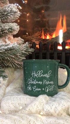 Hallmark Filme, Hallmark Weihnachtsfilme, Christmas Time Is Here, Christmas And New Year, All Things Christmas, Christmas Drinks, Christmas Mood, Christmas Coffee, Prim Christmas