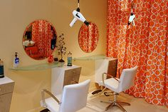 Glass Stations with White Chairs and a pop of color- Can't go wrong! Take a look at our Napa Styling Station: stand.sh/napasingle with our Duke Styling Chair in White: stand. Hair Stations, Styling Stations, Business Place, Blow Dry Bar, Home Salon, Salon Equipment, Salon Furniture, Salon Ideas, Salon Design