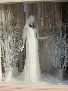 Sassi Holford Taunton Christmas Window 2012 Love the draped pearls!