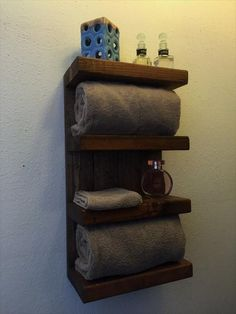 If the idea is to build some DIY Bathroom Pallet Projects, you're in the exact right place. Embrace the catalog of what to make with pallets on glamshelf.com #palletprojects #bathroomdecor #bathroomideas #bathroompalletprojects