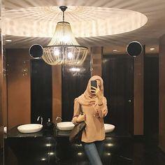 Street Hijab Fashion, Muslim Fashion, Modest Fashion, Fashion Outfits, Womens Fashion, Casual Hijab Outfit, Hijab Chic, Ootd Hijab, Hijabi Girl
