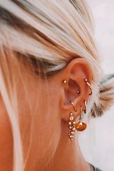Trending Ear Piercing ideas for women. Ear Piercing Ideas and Piercing Unique Ear. Ear piercings can make you look totally different from the rest. Types Of Ear Piercings, Cute Ear Piercings, Lobe Piercing, Ear Piercings Cartilage, Piercing Tattoo, Unusual Piercings, Body Piercings, Gauges, Ear Piercings
