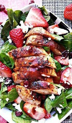 Pollo ennegrecido y fresa ensalada | Cocinar es loco