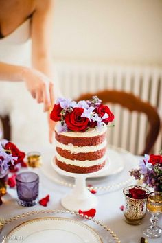 We Can't Stop Staring at These Wedding Cakes - MODwedding