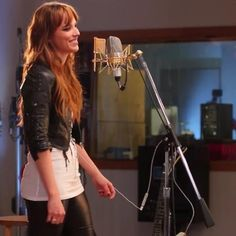 Lzzy Hale frontwoman of Halestorm