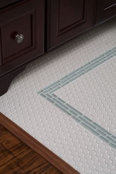 Hexagonal floor tile