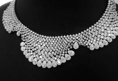 Istana_Jewellers_  ISTANA is a collecton of high end jewellery for any occasions #finejewelry #diamondnecklace  #mydubai #Istanadubaimall
