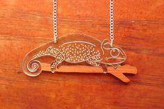 Collar de camaleón, Laser cortar acrílico collar, joyería de animales, joyas de corte láser, grabado Laser, lagarto de collar, Designosaur c...
