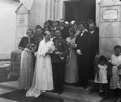 Evangélikus templom. Bridesmaid Dresses, Wedding Dresses, In This Moment, Fashion, Tinkerbell, Bride Maid Dresses, Bride Gowns, Wedding Gowns, Moda