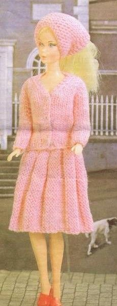 knitted dolls Free knitting doll patterns, scarf, sweater and skirt Barbie Knitting Patterns, Knitted Doll Patterns, Knitting Dolls Clothes, Barbie Clothes Patterns, Crochet Barbie Clothes, Knitted Dolls, Clothing Patterns, Crochet Patterns, Free Barbie