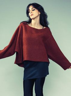 ASYMMETRIC SWEATSHIRT.