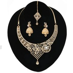 Cubic Zirconia Bridal Indian Bollywood Wedding Designer White Color Crystal Jewelry for Women. High Quality Cubic Zircon jewellery necklace comes with matching jhumka Earrings and Tikka/Headpiece. Latest Gold Jewellery, Gold Jewellery Design, Crystal Jewelry, Gold Jewelry, Women Jewelry, Traditional Indian Wedding, Indian Wedding Jewelry, Diamonds And Gold, Gold Plated Necklace