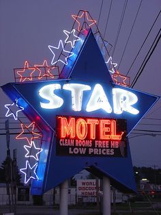 Star Motel Neon Sign • Cave City, Kentucky by jenniferrt66 (Flickr)