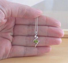 """925 Peridot Pendant & 18"""" Sterling Silver Chain/Peridot Jewelry/Peridot Jewellery/August Birthstone/Peridot Jewelery/Peridot Silver Necklace"""