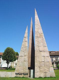 Monumento Evocativo da Visita do Papa João Paulo II - Braga - Portugal by Portuguese_eyes, via Flickr