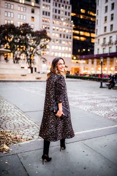 Leopard Print Wool Coat Two Ways Autumn Street Style, Winter Style, Autumn Winter Fashion, Autumn Fashion, Stylebook App, Simple Outfits, Fall Outfits, Nyc Fall, Leopard Print Coat