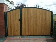 Inspiring Great Metal Frames With Black Painted Added Wooden Driveway Gates Panels As Well As Concrete Pavers For Midcentury House Landscape Designs Grill Gate Design, Fence Gate Design, Front Gate Design, House Gate Design, Entry Way Design, Wooden Gate Designs, Wooden Gates, Diy Backyard Fence, Garden Gates And Fencing