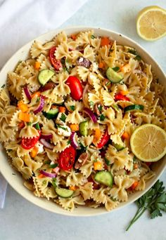 This Greek pasta salad is colorful, full of flavor, and super easy to throw together. Your friends and family will love this greek pasta salad, it has been a family favorite for years, and we're excited to share this easy and delicious recipe with you! Pasta Side Dishes, Quick Side Dishes, Pasta Sides, Potato Side Dishes, Salad Recipes For Dinner, Pasta Salad Recipes, Vegetarian Recipes Dinner, Pasta Salad With Spinach, Greek Salad Pasta