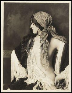 Virginia Biddle My Bohemian History Ziegfeld girl by Alfred Cheney Johnston Vintage Gypsy, Vintage Beauty, Unique Vintage, Gypsy Style, Boho Gypsy, Gypsy Chic, Hippie Chic, Hippie Style, Ballet Russe