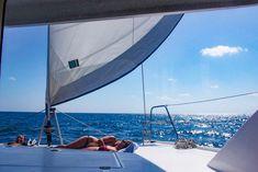 Slik kan du seile under solen i ferien Under Solen, Skiathos, Bavaria, Belize, Opera House, Building, Travel, Catamaran, Viajes