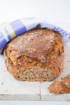 Bardzo prosty chleb pełnoziarnisty z płatkami owsianymi i gryką - Lawendowy Dom Bread Rolls, Dom, Banana Bread, Desserts, Breads, Tailgate Desserts, Postres, Rolls, Deserts