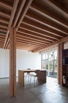 dezeen — This Tokyo house features four wooden columns...