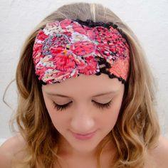 Faixa de cabelo com renda bordada à mão e aplicação de tecidos. Handmade fashion