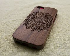 Wood iPhone 5C case wooden iPhone 5C case mandala iPhone por WoWood, $24.99