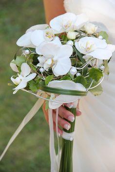 Wunderschöner Brautstrauss aus weissen Orchideen