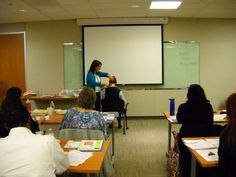 Lisa demonstrating how Reflexologists can work with Acupuncturists Ear Reflexology, Northern California, Conference, Oregon, Workshop, Lisa, Atelier, Work Shop Garage