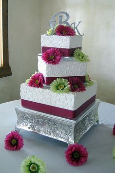 square-wedding-cakes1.jpg