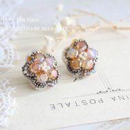 夕陽を浴びて輝く★真珠とヨーロッパビーズのフラワー刺繍イヤリングの画像