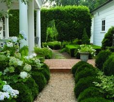 A traditional garden designed by the homeowners Frank Byers & Jerry Northcott in Charlottesville, Virginia (U.S.). Photo by Catriona Tudor Erler.