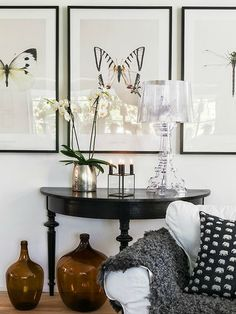 Cristalline, noire, dorée ou multicolore, la lampe de table #Bourgie de @kartelldesign est une véritable icône du design.  Elle revisite le style Baroque avec élégance et classe.