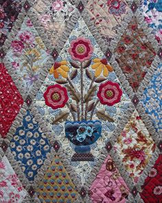 Love the applique in the center of the diamond - Quilts on Bastings: A Finished Jane Austen Quilt