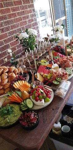 Ideas Breakfast Buffet Party Food Stations Brunch Wedding For 2019 Party Platters, Buffet Party, Brunch Buffet, Food Platters, Cheese Platters, Tapas Buffet, Breakfast Buffet Table, Brunch Bar Ideas, Fruit Buffet