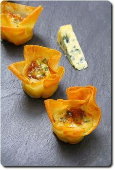 Mini-corolles aux poires caramelisées, Fourme d'Ambert et confiture de figues